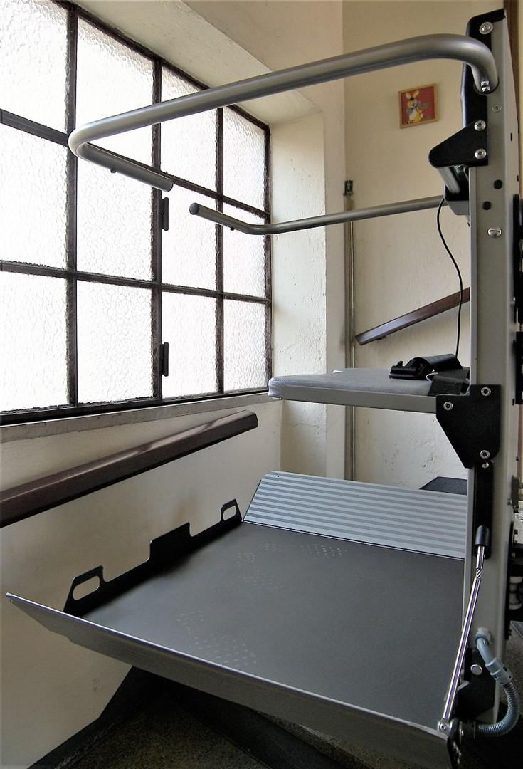 Montascale servoscale e montascale per anziani e disabili for Montacarichi usati